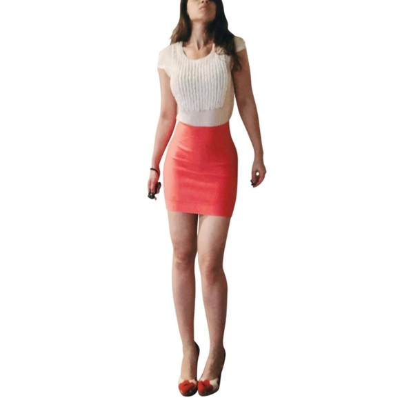 1483c7edf986 Herve Leger Dresses   Skirts - Herve Leger Pink Bodycon Stretch Bandage  Skirt 6